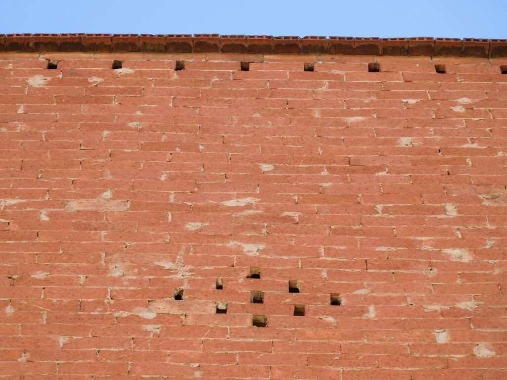 façana edifici totxanes maons